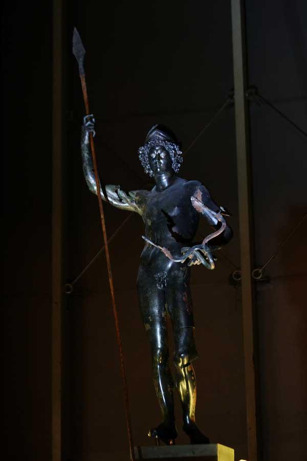 Zeugma Mozaik fotoğrafları Savaş ve barışı temsil eden tunç Mars heykeli - Mars statue, representing war and peace, found twin villas, Zeugma Mosaic Museum