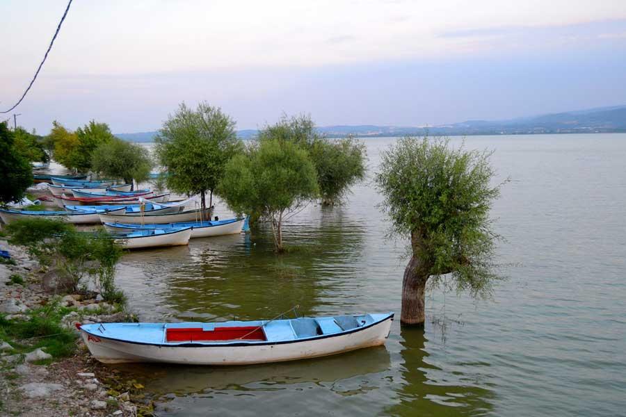İç Anadolu Güzergahı Uluabat gölü Gölyazı Apolyont kayıklar - Central Anatolia route Uluabat lake, Golyazi village boats