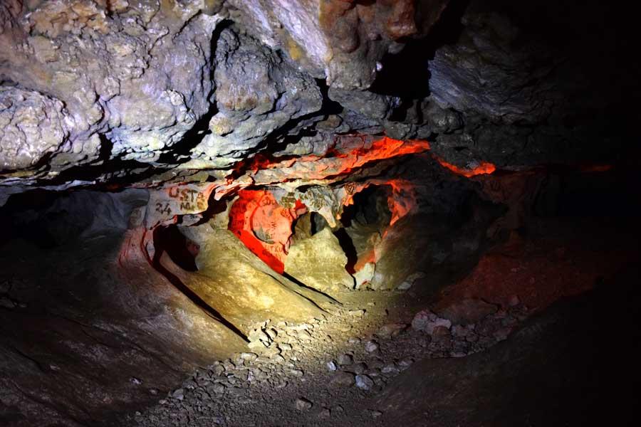 İnsuyu mağarası kaya oluşumları ve vandalizm - Turkey Insuyu cave rock formations and vandalism