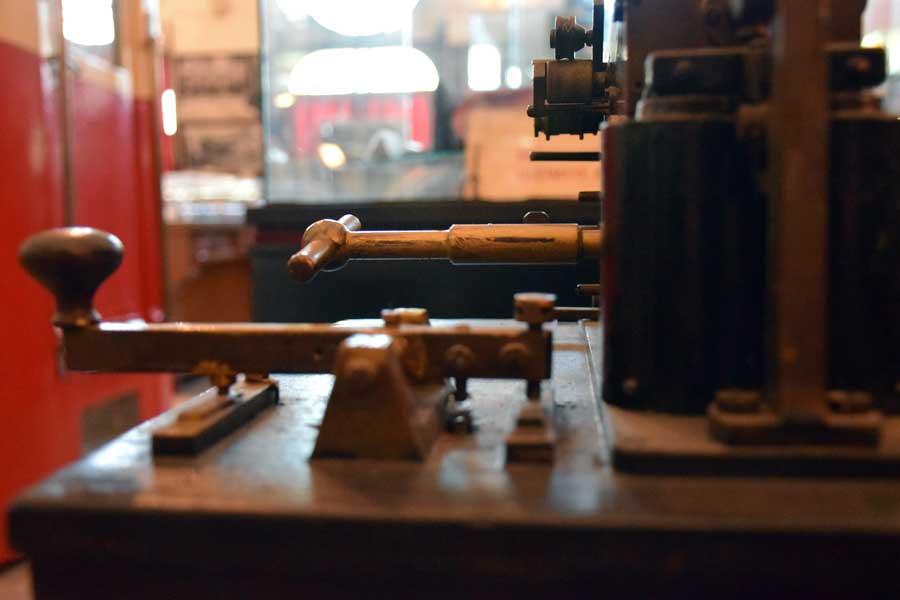 İstanbul Demiryolu Müzesi 19.yy'a ait telgraf makinesi - Telegraph machine, 19th century, Istanbul Railway Museum