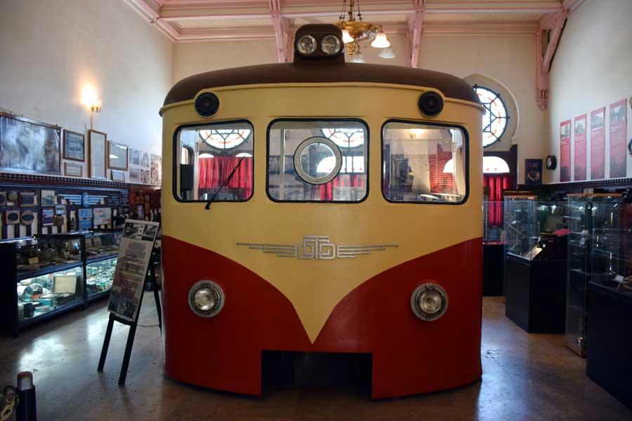 İstanbul Demiryolu Müzesi 1955 yılındaki elektrikli banliyö treni makinist bölümü - Electric suburban train operator's department in 1955, Istanbul Railway Museum photos