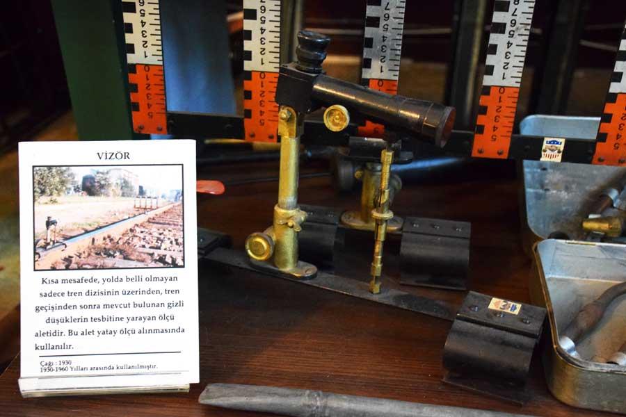 İstanbul Demiryolu Müzesi fotoğrafları, Vizör, yatay ölçü aleti - Historical horizontal measuring instrument, Istanbul Railway Museum photos