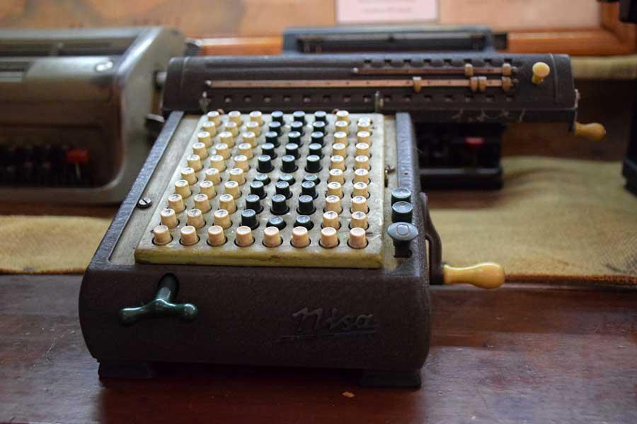 İstanbul Demiryolu Müzesi fotoğrafları antika hesap makinesi - Antique calculator, Istanbul Railway Museum