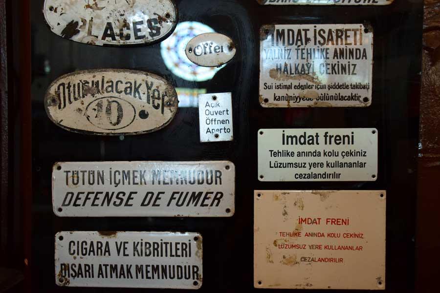 İstanbul Demiryolu Müzesi tarihi tren uyarı levhaları - Historical train warning plates, Istanbul Railway Museum photos