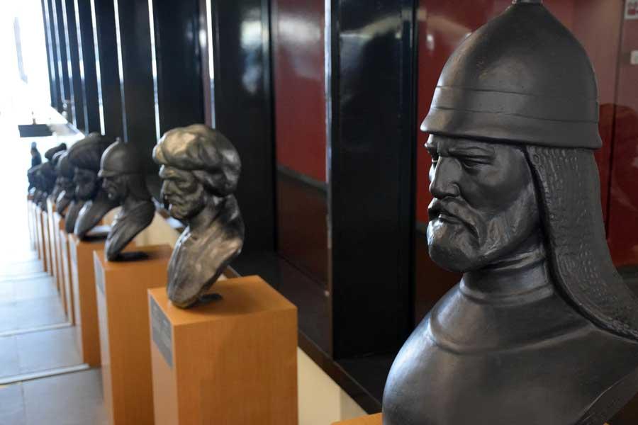 İstanbul Deniz müzesi fotoğrafları Çaka bey büstü - Chaka Bey bust, Turkey Istanbul Naval Museum photos