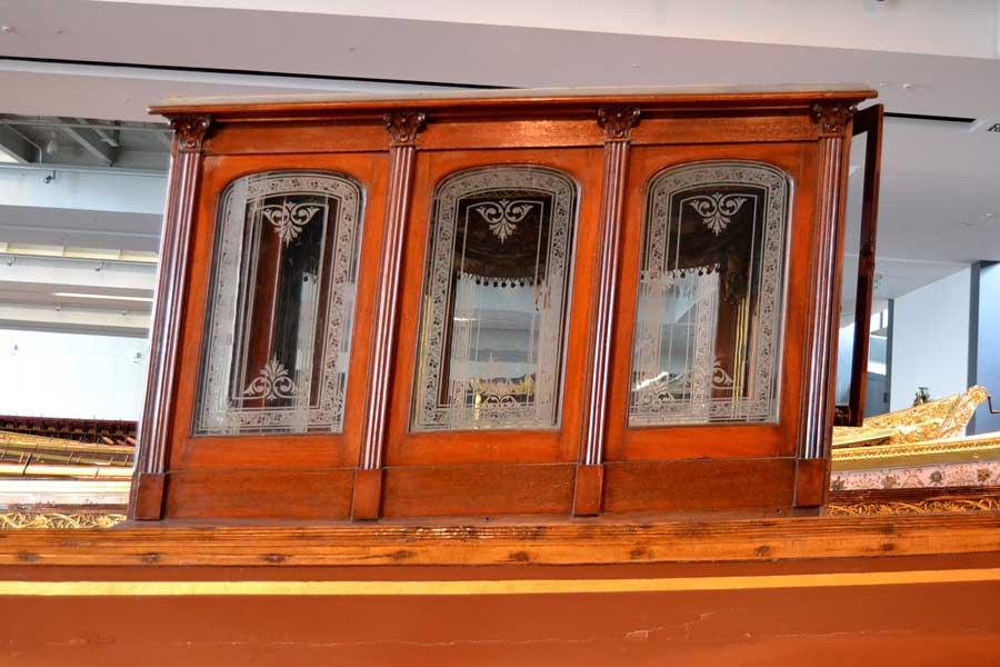 İstanbul deniz müzesi Osmanlı saltanat kayığı kaptan köşkü - Conning tower of Ottoman royal boat, istanbul naval museum photos