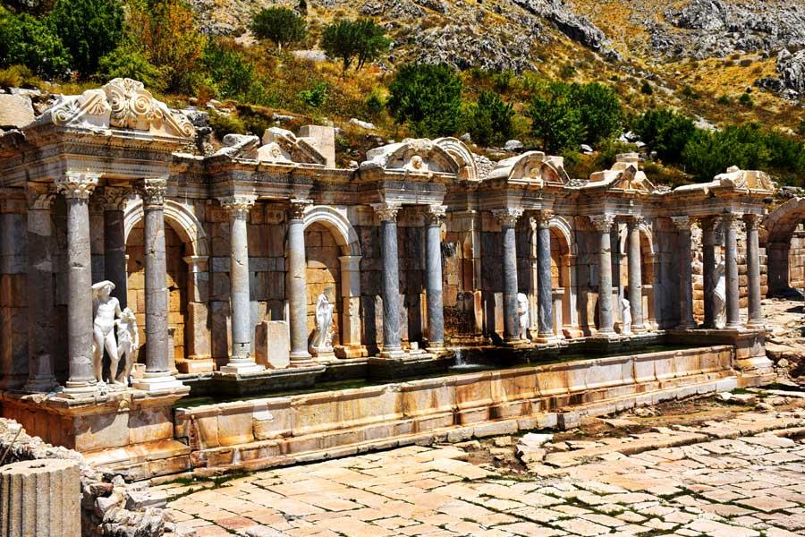 Akdeniz bölgesi Sagalassos antik kenti Antoninler çeşmesi - Antonine nymphaeum, Turkey