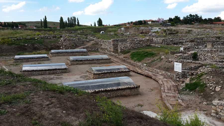 Alacahöyük fotoğrafları Çorum eski Tunç çağı kral mezarları rekonstrüksiyonları - Turkey Early Bronze age Alacahöyük king graves