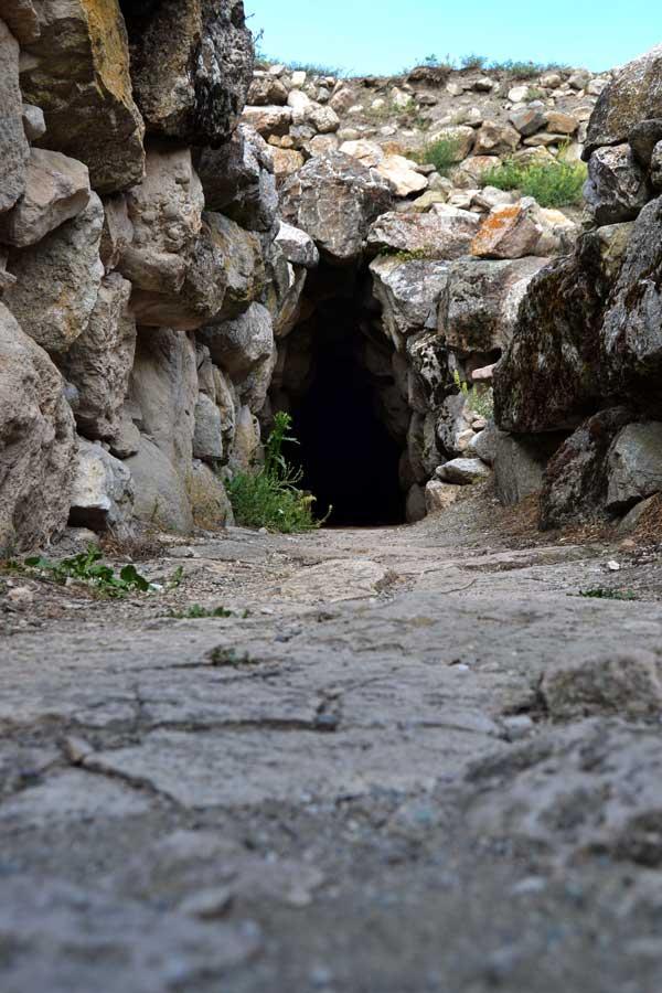 Alacahöyük fotoğrafları poternli tünel Çorum - Alacahöyük ancient poterne tunnel, Turkey