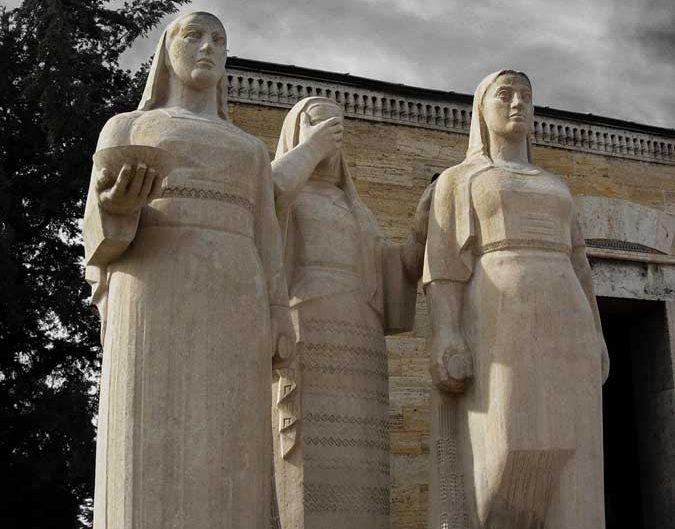 Anıtkabir fotoğrafları Atatürk'ün ölümünden dolayı acı çeken Türk kadınları heykeli - Turkish women statue who suffered from the death of Ataturk, Ataturk's Mausoleum photos
