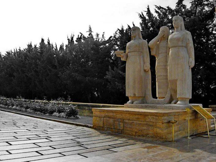 Anıtkabir fotoğrafları Türk kadınları heykeli, aslanlı yol - Turkish women statue, Ataturk's Mausoleum photos