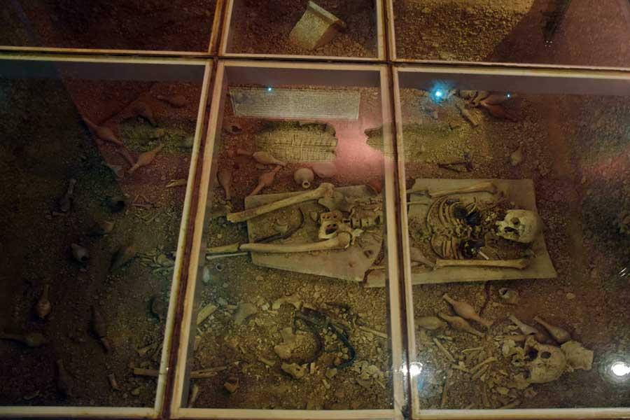 Antalya Müzesi fotoğrafları antik mezar canlandırması - Antalya Archaeological Museum antique tomb revival