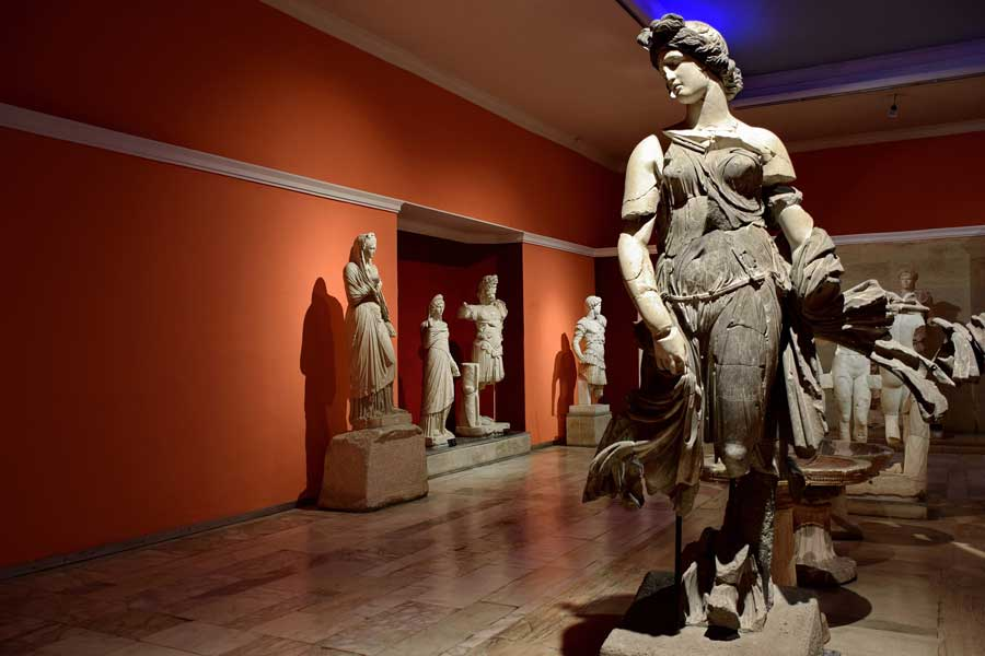 Antalya Müzesi İmparatorlar ve İmparatoriçeler Salonu Dansöz Heykeli - Antalya Archaeological Museum Emperor and Empress Hall, statue of a Dancing Woman