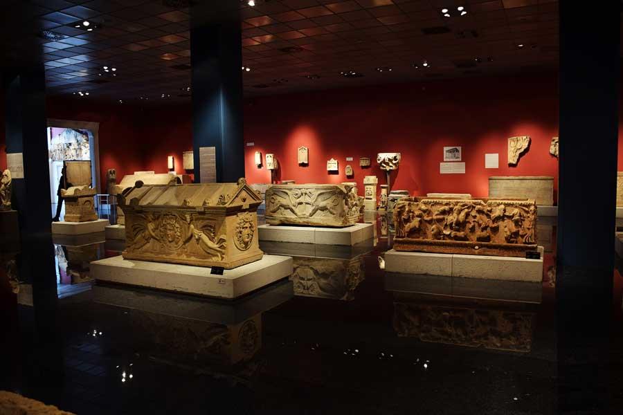 Antalya Müzesi eserleri fotoğrafları Lahitler salonu - Turkey Antalya Museum photos Sarcophagus Hall