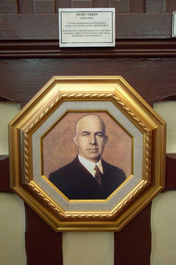 Behiç Erkin portresi İstanbul Demiryolu Müzesi fotoğrafları - Behiç Erkin's portrait, Istanbul Railway Museum