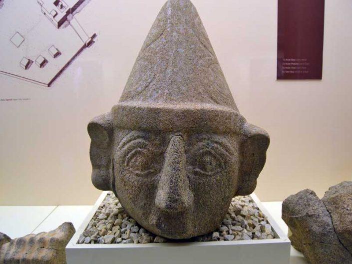 Boğazköy Müzesi fotoğrafları Hitit tanrısı heykeli, tanrı başı - Corum Bogazkoy Museum photos Hittite god statue, god head