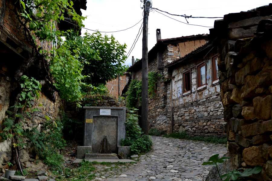 Cumalıkızık fotoğrafları tarihi Cumalıkızık köyü sokakları ve taş evleri - Street of historical Cumalikizik Village