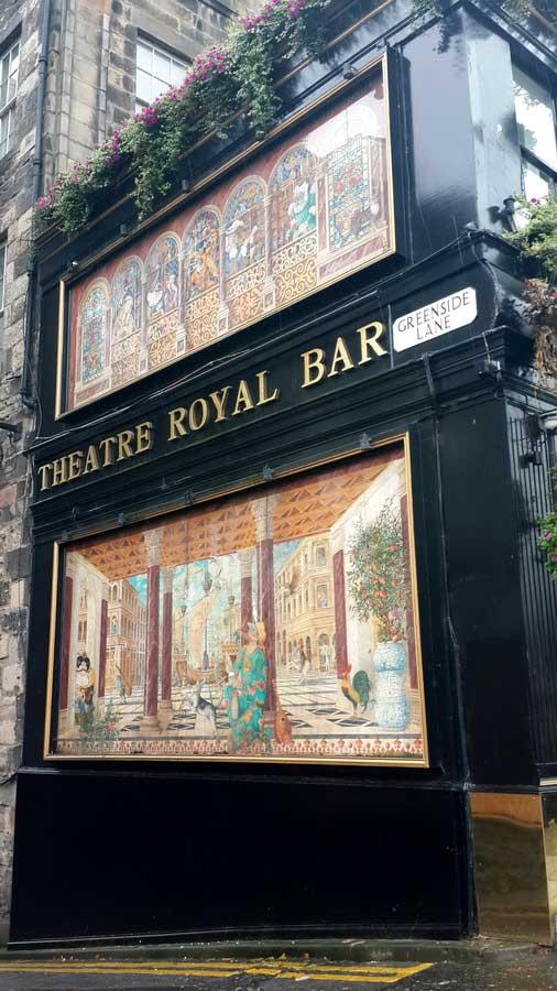 Edinburgh dükünün davetlisi olarak sahne arkasındaydık Rheatre Royal bar Edinburgh - England route with the kind invitation of edinburgh duke we were on the backstage