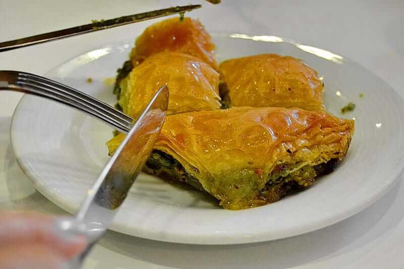 Güneydoğu Anadolu Güzergahı fotorafları fıstıklı baklava - Southeastern Anatolia route baklava with pistachio