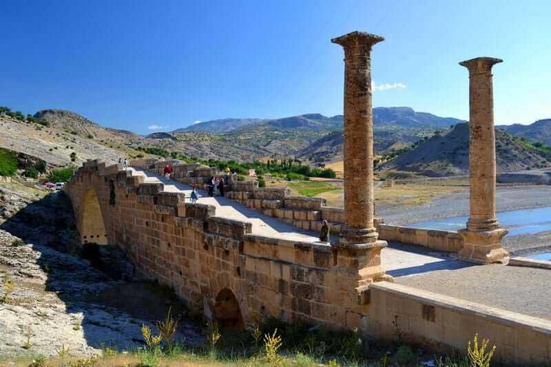 Güneydoğu Anadolu güzergahı antik Cendere köprüsü - Southeastern Anatolia route ancient cendere bridge