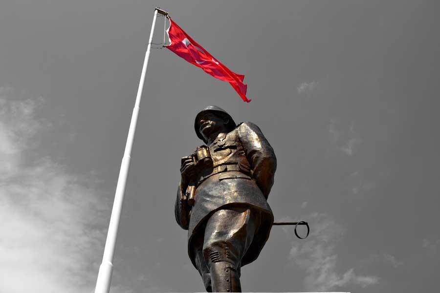 Gelibolu Conkbayırı Atatürk heykeli - Atatürk sculpture Conkbayiri Gallipoli photos