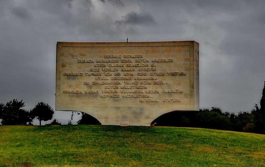 Gelibolu savaşı kitabeleri - Gallipoli epitaph on a Conkbayiri Monument