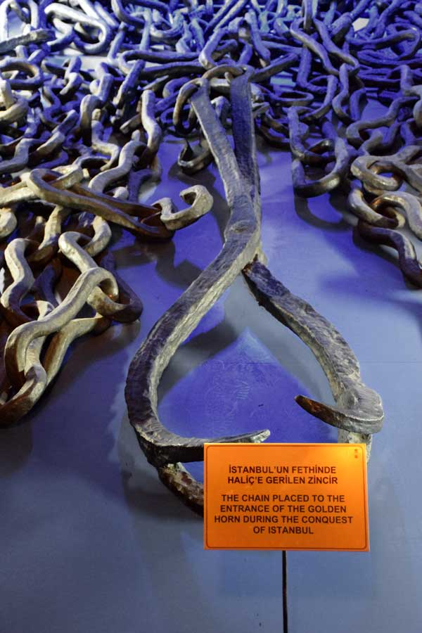 Harbiye Askeri Müzesi İstanbul'un fethinde Haliç'e gerilen zincir - Istanbul Military Museum The chain placed to the entrance of the Golden Horn during the conquest of Istanbul