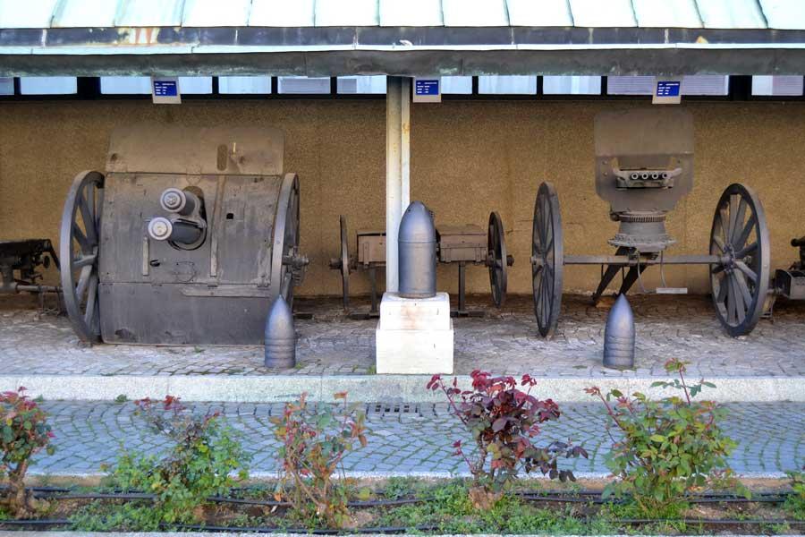 Harbiye Askeri Müzesi bahçesi - Istanbul Military Museum garden