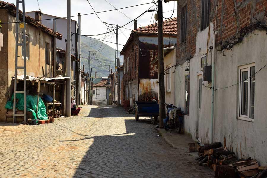 Kapıdağ yarımadası Ballıpınar köyü sokakları Erdek Bandırma - Kapidag peninsula street of Ballica village Erdek Turkey