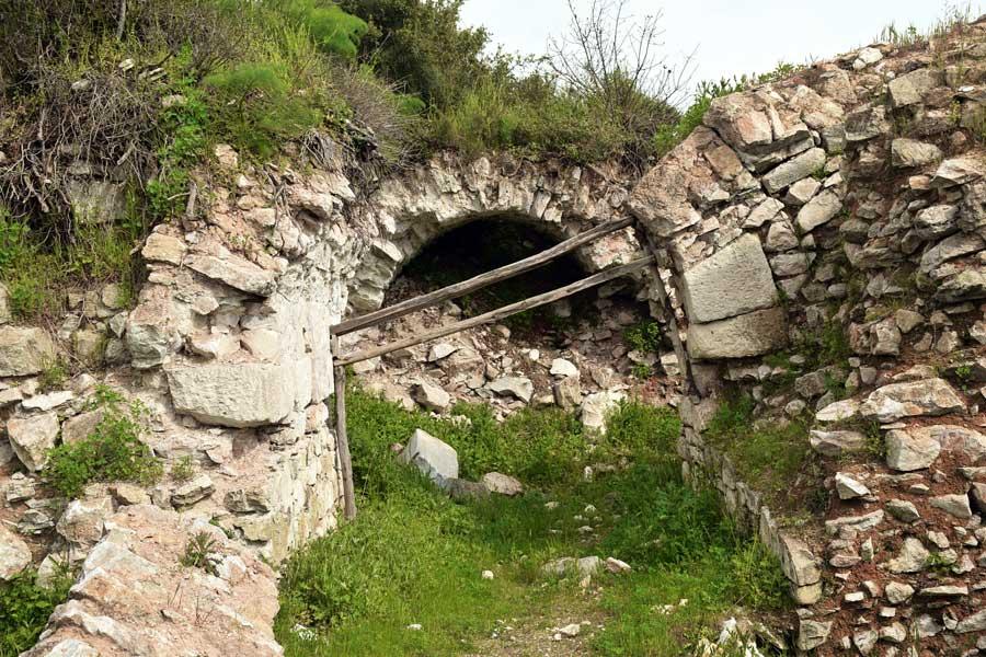 Kyzikos antik kenti fotoğrafları Hadrian tapınağı kalıntıları Erdek Bandırma - Kyzikos ancient city photos, ruins of Hadrianus temple Erdek Turkey