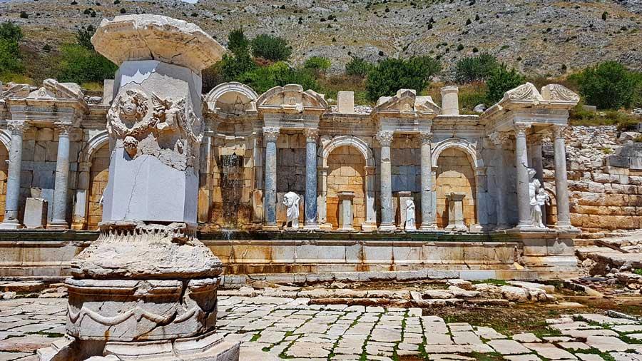 Sagalassos antik kenti fotoğrafları Antoninler çeşmesi ve yukarı agora - Turkey the Mediterranean region Sagalassos ancient city Antonine nymphaeum and upper agora