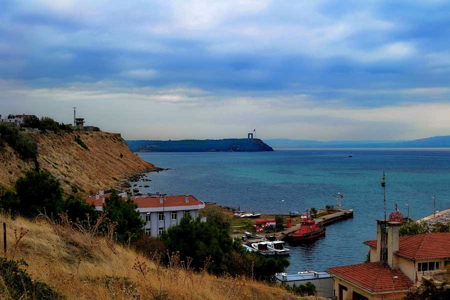Seddülbahir kalesi içinden Şehitler Abidesi, Şehitler anıtı, Seddülbahir fotoğrafları - Gallipoli Canakkale Martyrs' Memorial from Sedd el Bahr Fortress, Sedd el Bahr photos