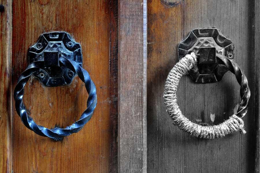 Tarihi Cumalıkızık Köyü fotoğrafları ev kapı halkaları - Door handle of Historical Cumalikizik houses