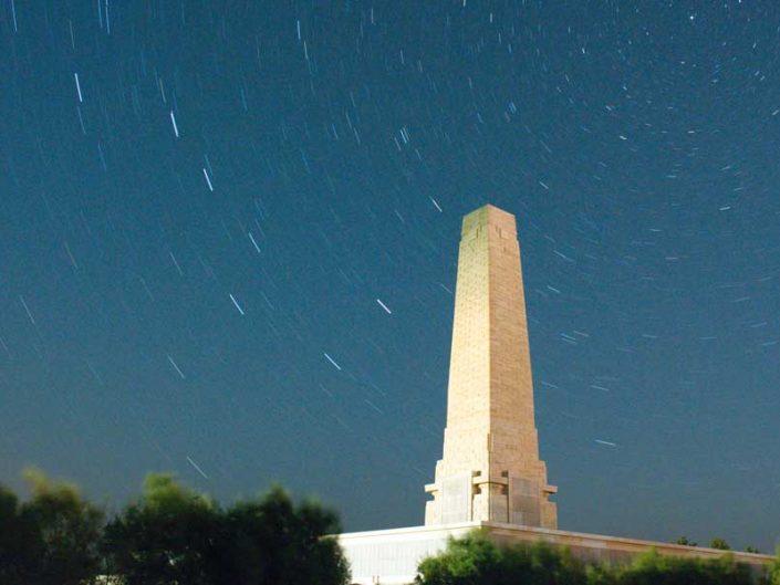 Seddulbahir fotoğrafları, perseid meteor yağmurunu görüntülemek istedik ancak sadece star trailimiz oldu - startrails on Helles Monument while waiting for Perseid meteor shower