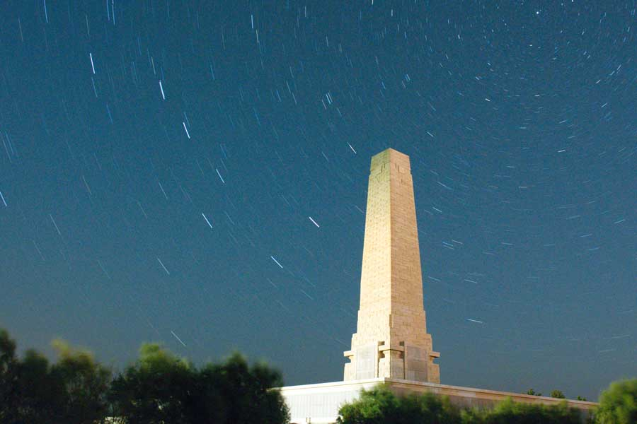Seddulbahir fotoğrafları, perseid meteor yağmurunu görüntülemek istedik ancak sadece star trailimiz oldu - startrails on Helles Monument while waiting for Perseid meteor shower