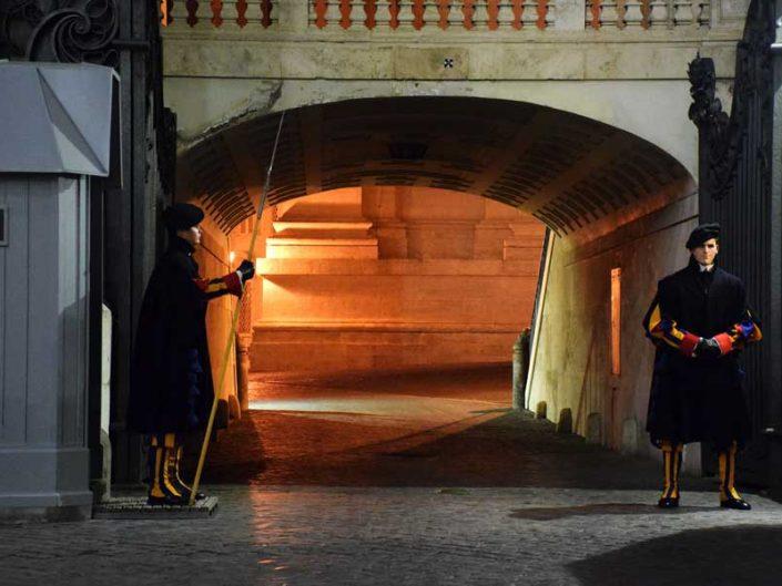 Aziz Petrus Bazilikası veya San Pietro Bazilikası Papa İsviçre muhafızları - Rome Vatican the Swiss guards