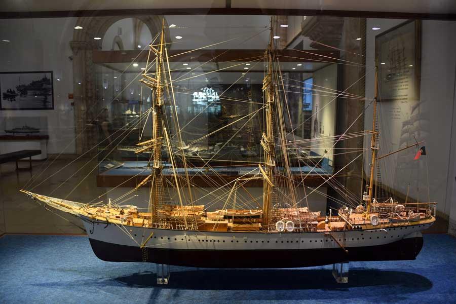 Belem gezilecek yerler Portekiz Deniz Müzesi Kadırga maketi - Portugal Navy Museum Galley model (Museu de Marinha)