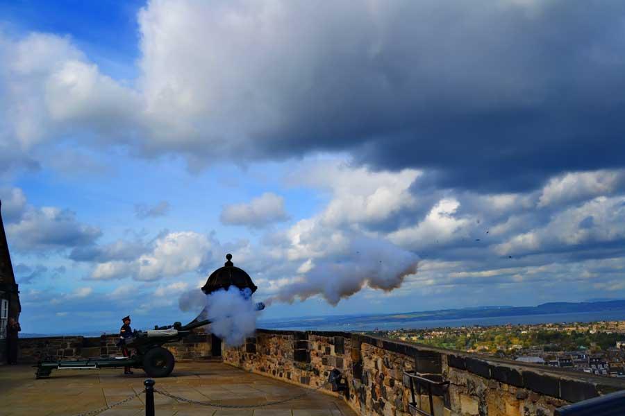 Edinburgh fotoğrafları Edinburgh Kalesi 'saat bir' topunu kaçırmayın - Edinburgh photos Don't miss the one o'clock gun in Edinburgh Castle