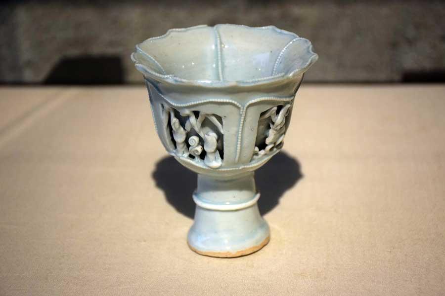 Gülbenkyan Müzesi eserleri fotoğrafları Kök kupası 14.yy. Çin - Lisbon Calouste Gulbenkian Museum (Museu Calouste Gulbenkian) Stem cup China