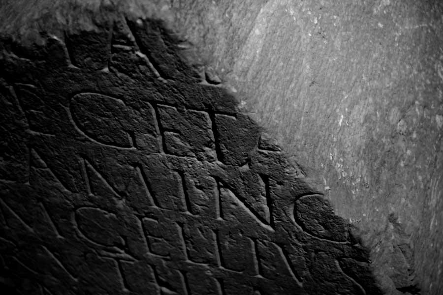 Jeronimos Manastırı eserleri fotoğrafları Roma mezar taşı - Jeronimos Monastry Roman burial stone (Mosteiro dos Jerónimos)