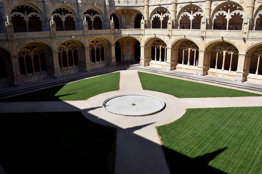 Lizbon Belem gezilecek yerler Jeronimos Manastırı iç avlusu - Lisbon Jeronimos Monastry courtyard (Mosteiro dos Jerónimos)