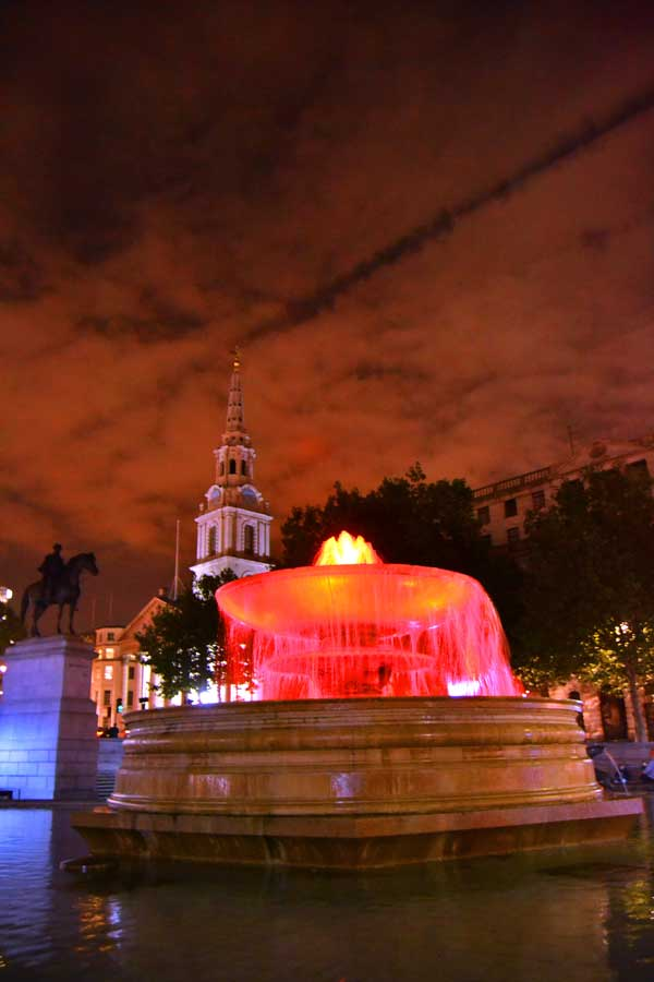 Londra fotoğrafları Trafalgar meydanı - Trafalgar square and St. Martin in the fields London photos