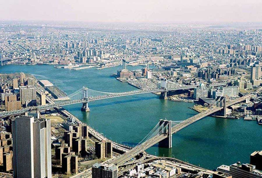 New York fotoğrafları Eski WTC binasından Doğu Nehri - New York City East River from the observatory on old World Trade Center