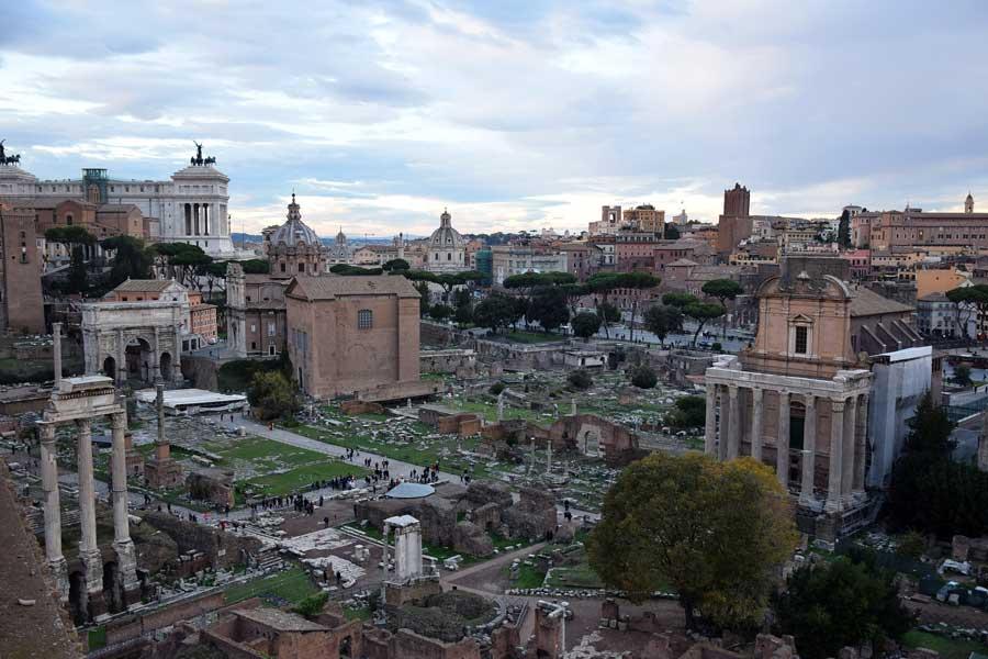 Palatino Tepesi Roma Forumu fotoğrafları tarihi Roma binaları - Rome General view of Palatine Hill Roman Forum