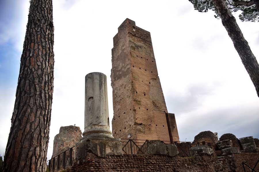 Palatino Tepesi Roma Forumu kalıntıları - Rome Palatine Hill ruins of Roman Forum