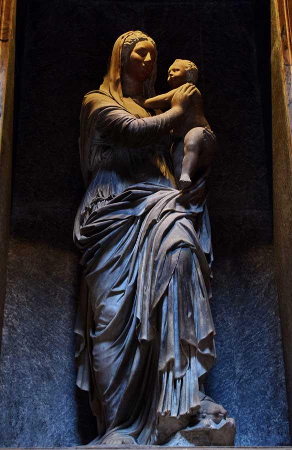 Pantheon içindeki St. Joseph Şapeli Raphael mezarı heykeli - Rome Pantheon photos the tomb of Rafael of Saint Agnes statue St. Joseph Chapel