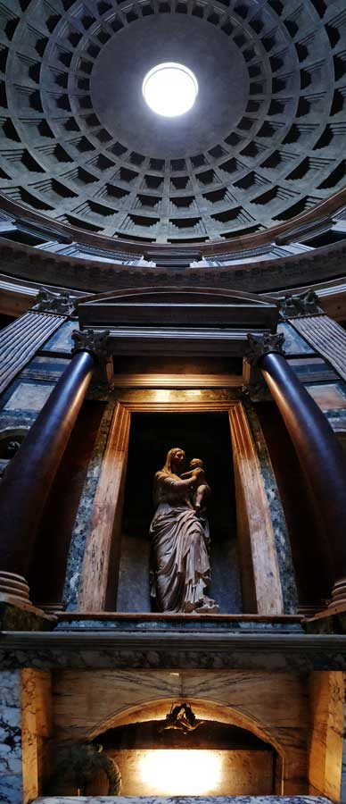 Pantheon içindeki St. Joseph Şapeli Raphael mezarı ve heykeli ile kubbedeki Oculus - Rome Pantheon photos St. Joseph Chapel the tomb of Rafael of Saint Agnes and Oculus