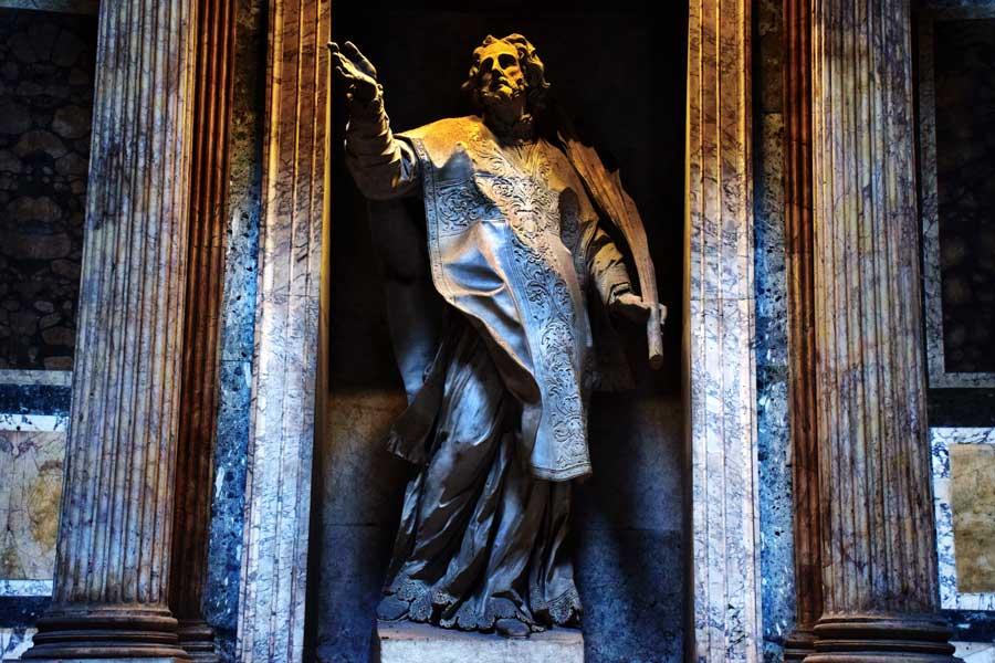 Pantheon içindeki heykeller ve eserler - Rome Pantheon statues