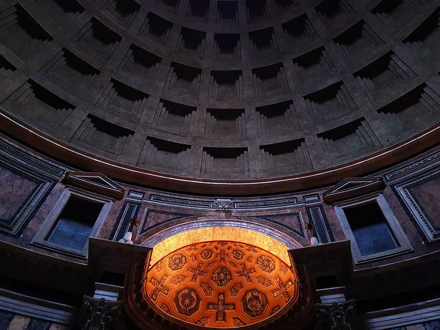 Pantheon kubbe fotoğrafları kasetli beton kubbe ve kubbe kasnağı pencereleri - Rome Pantheon coffered concrete dome and dome ring windows
