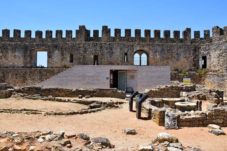 Pombal Kalesi içinde ziyaretçi merkezi - visitor central in the Pombal Castle (Castelo de Pombal)
